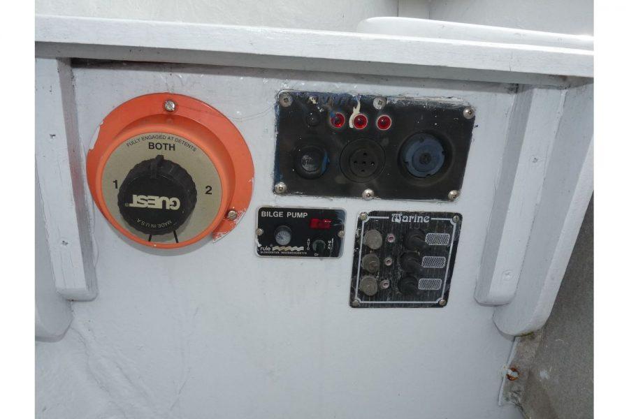 Yorkshire Coble 20ft Launch - engine controls