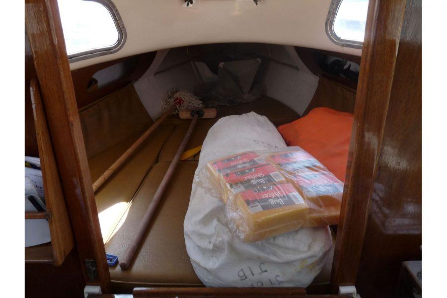 Gallion 22 Long Keel - cabin storage