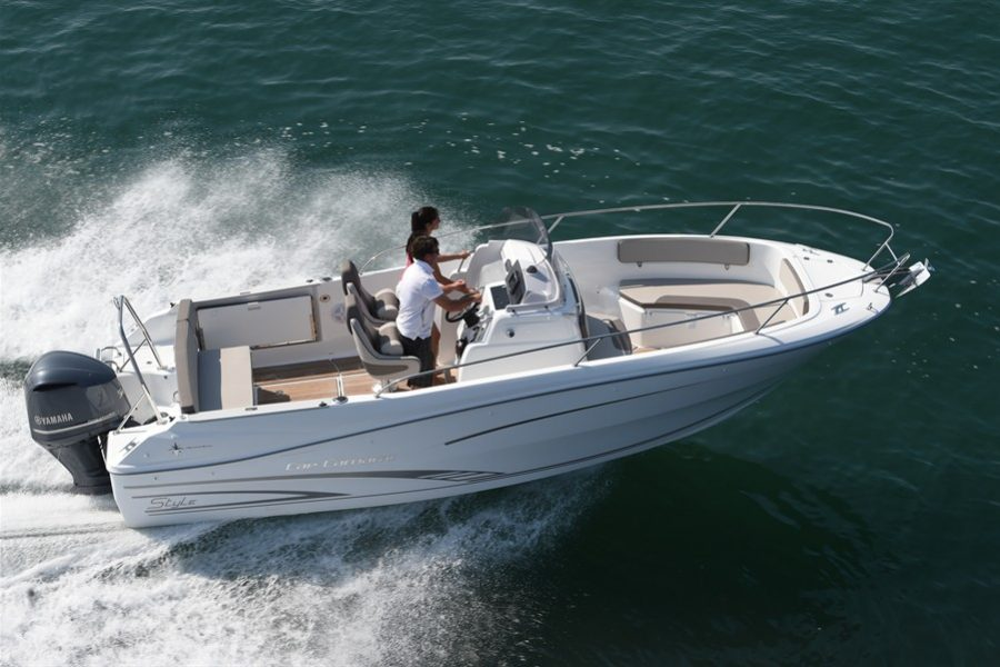 Jeanneau Cap Camarat 7.5 Center Console – Series 2
