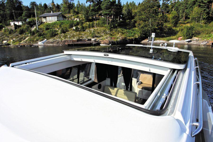 Jeanneau NC 9 Diesel - electric opening roof