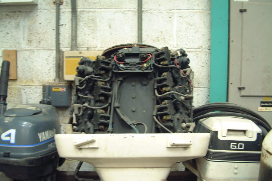 Johnson V6 150HP Long shaft - engine view