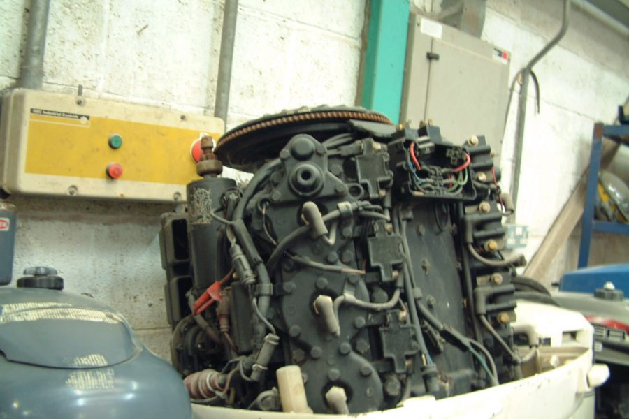 Johnson V6 150HP Long shaft - side view