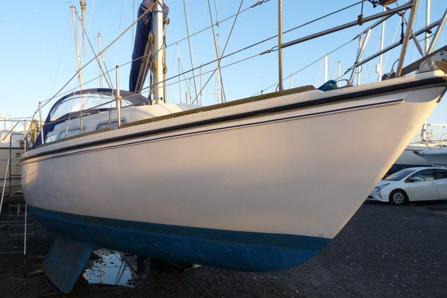 Jaguar 27 sailing yacht - starboard side