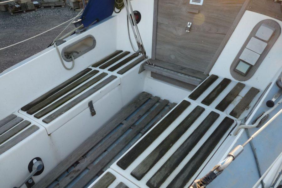 Jaguar 27 sailing yacht - cockpit