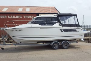 Jeanneau Merry Fisher 795 – fully loaded from factory