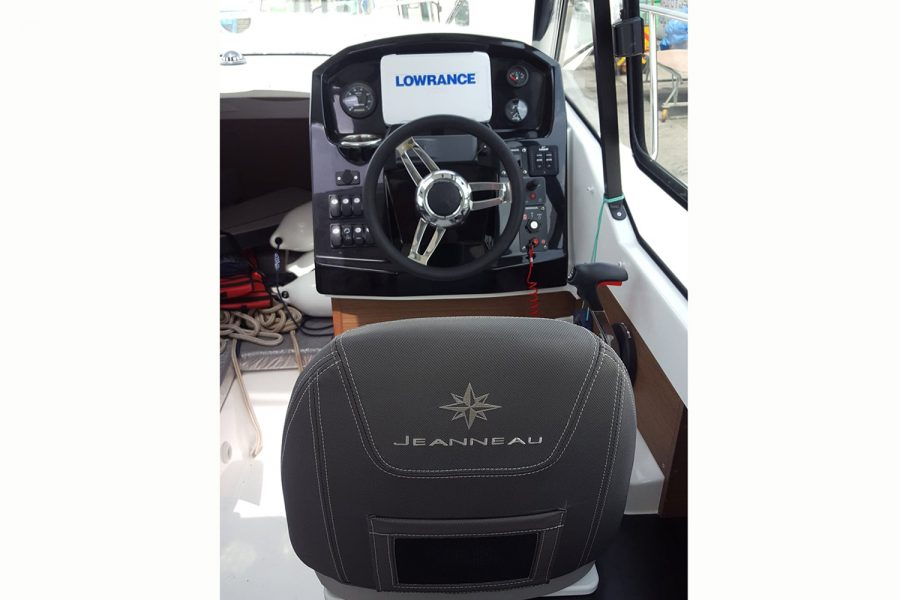 Jeanneau Merry Fisher 795 - pilot seat