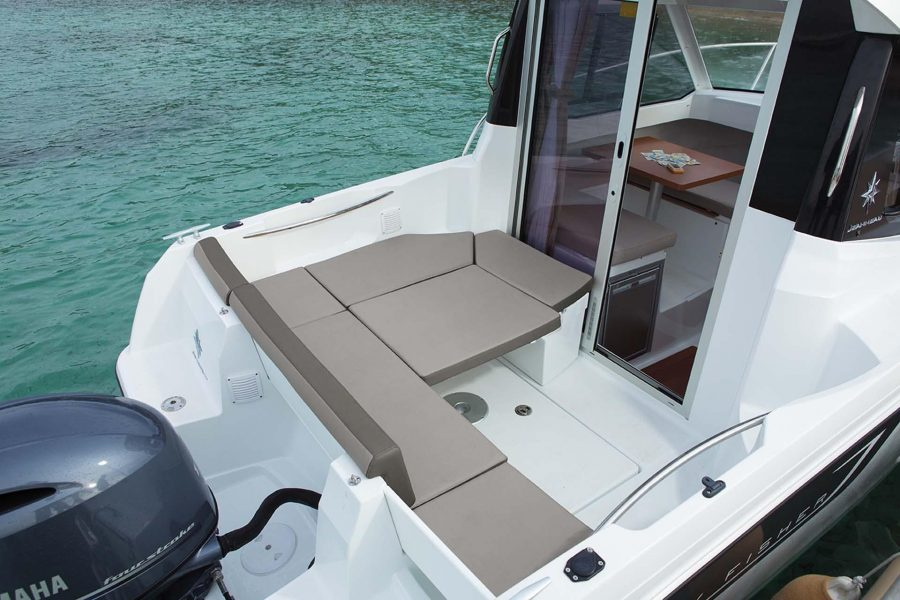 Jeanneau Merry Fisher 605 Legend - cockpit seating + sun lounger