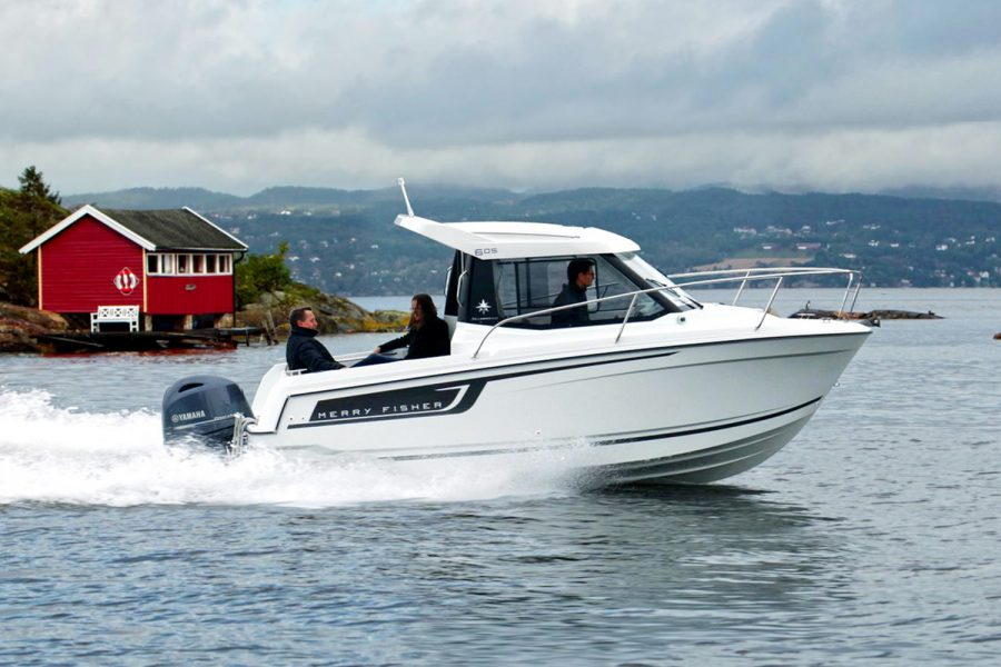 Jeanneau Merry Fisher 605 Legend - on the water