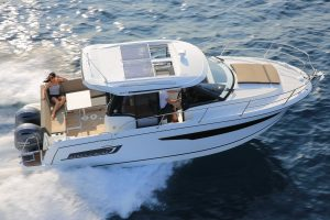 Jeanneau Merry Fisher 895 Legend – Offshore – with 'must-have' upgrades