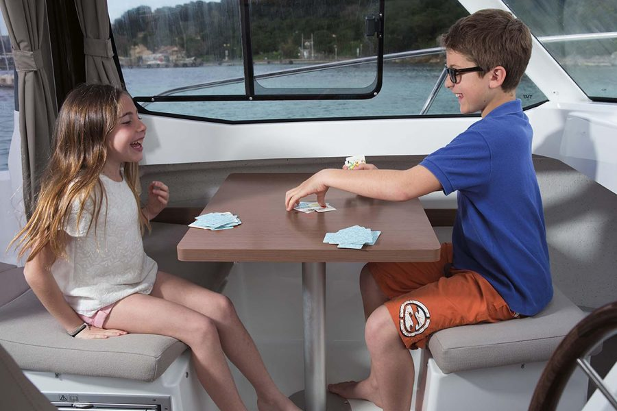 Jeanneau Merry Fisher 605 - wheelhouse table
