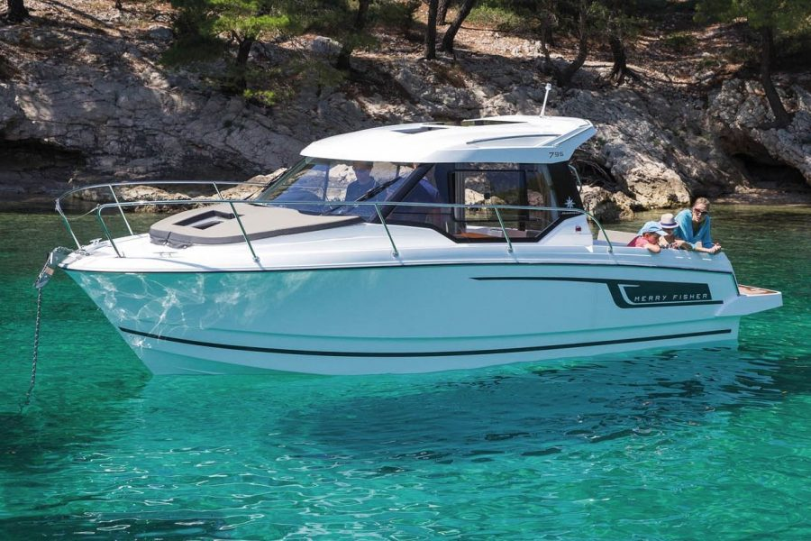 Jeanneau Merry Fisher 795 - on the water