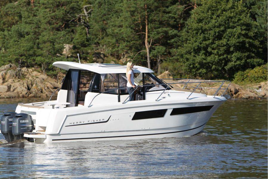 Jeanneau Merry Fisher 855 - starboard side