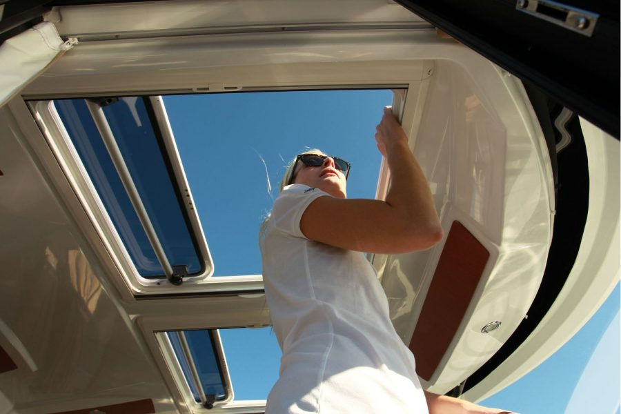 Jeanneau Merry Fisher 855 - sliding roof