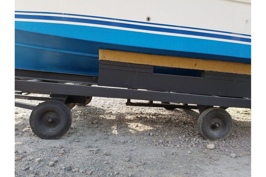 Arvor 215 fishing boat - 2 wheel trolley