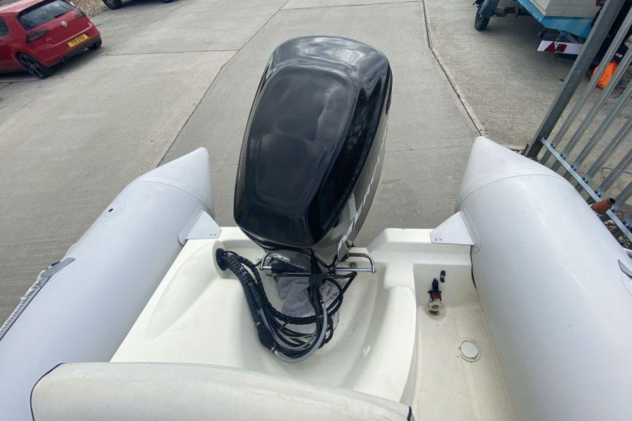 Bombard Explorer SB 640 RIB-back
