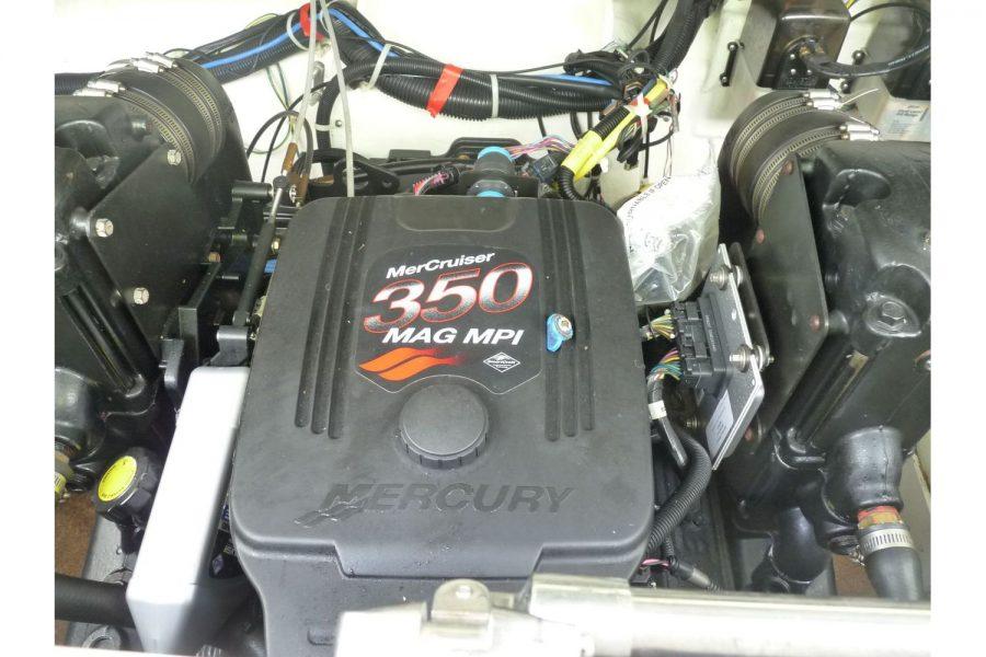 Maxum 2600 SE - engine