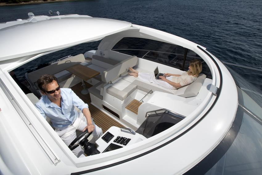 Jeanneau Leader 40 - electric opening roof