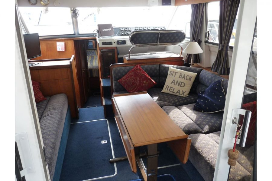 Fairline 36 Sedan - wheelhouse seating