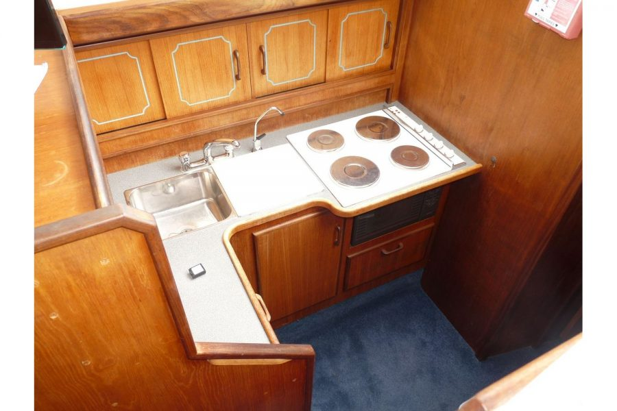 Fairline 36 Sedan - galley