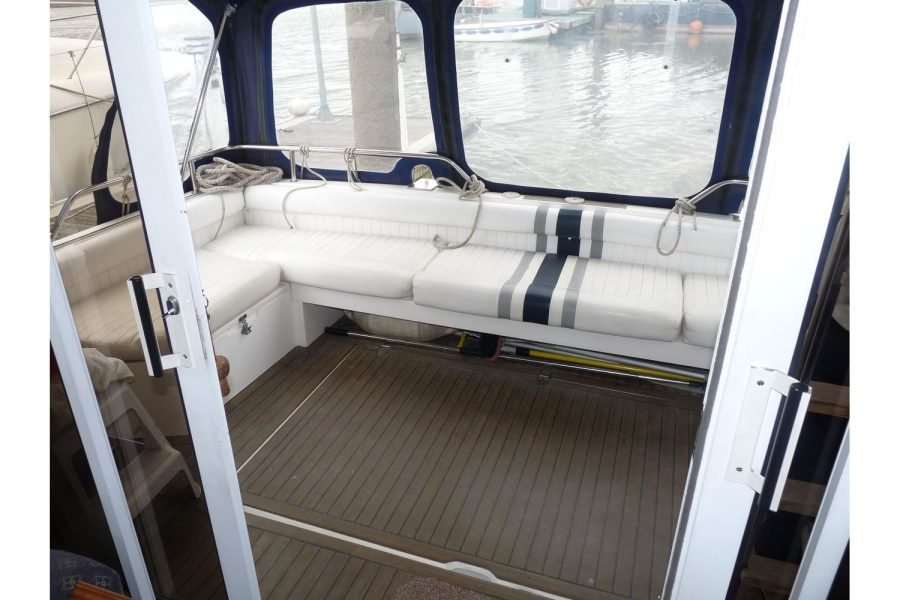 Fairline 36 Sedan - cockpit seating and canopy