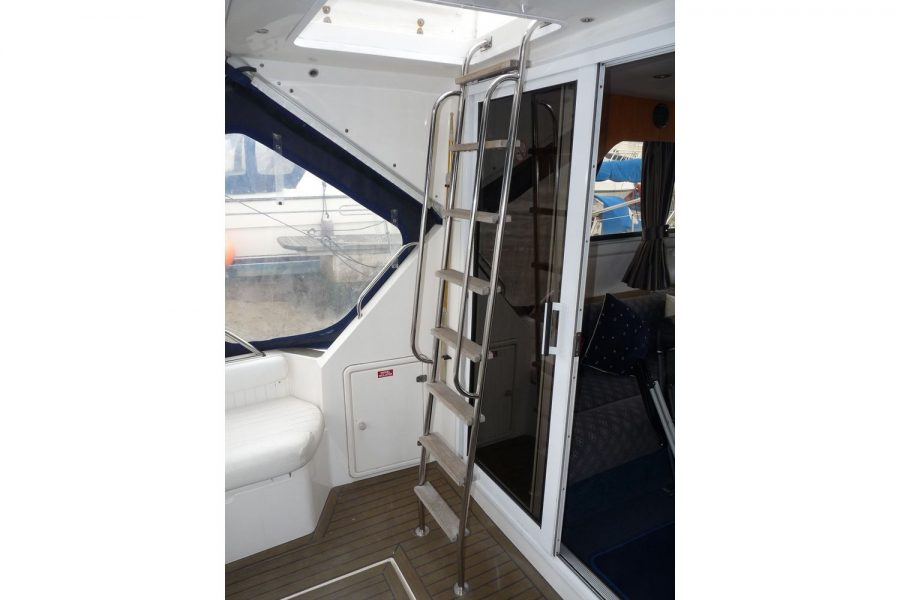 Fairline 36 Sedan - ladder to flybridge