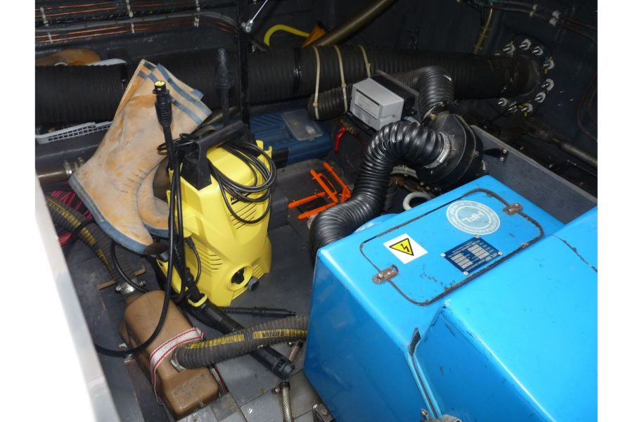 Fairline 36 Sedan - generator compartment