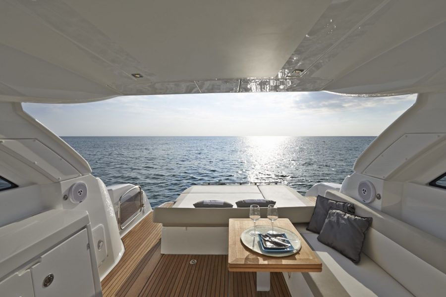 Jeanneau Leader 40 - looking out