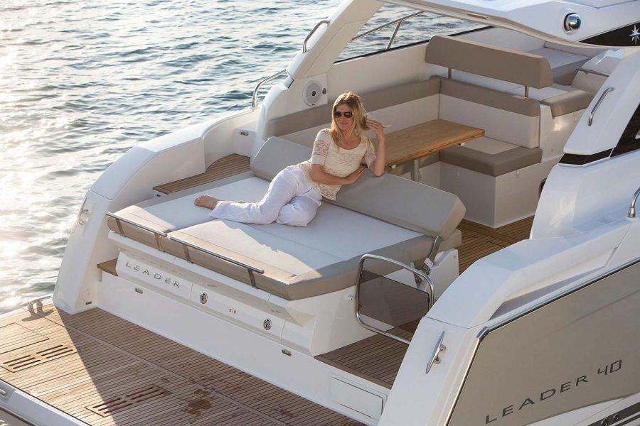 Jeanneau Leader 40 - bathing platform and sunpad