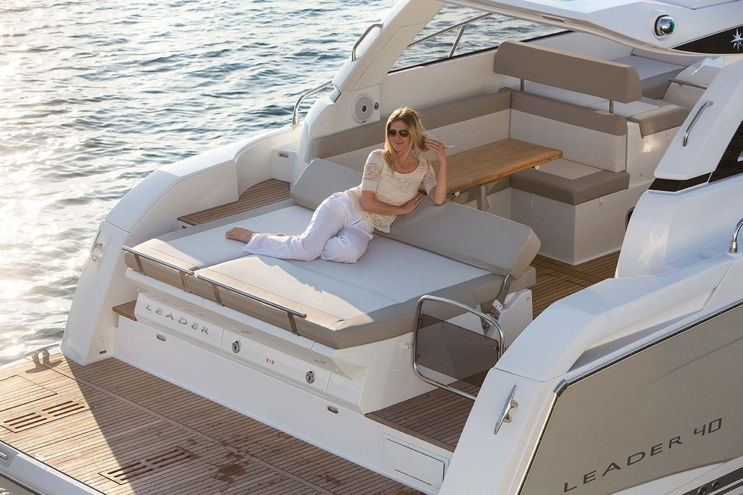 Jeanneau Leader 40 - bathing platform and sunpad