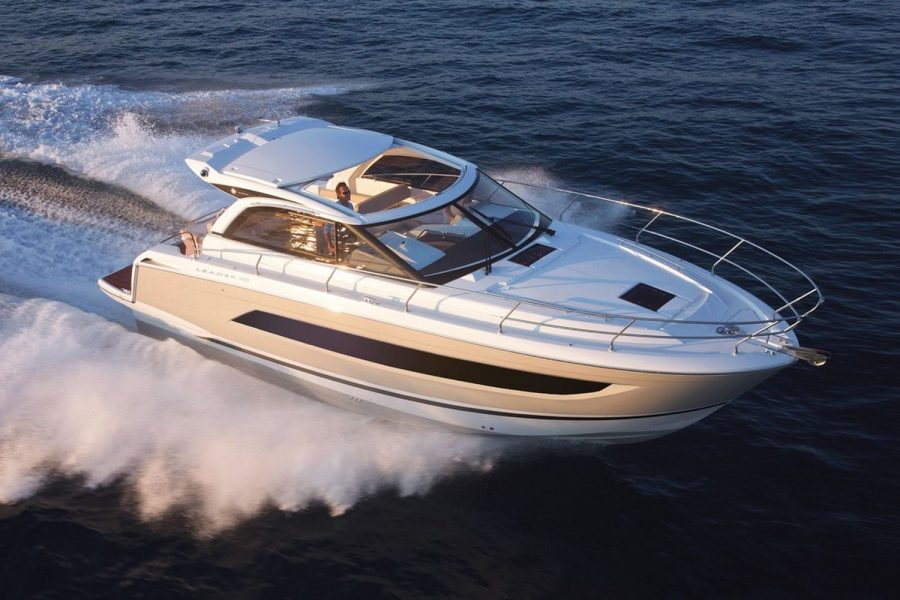 Jeanneau Leader 40 - on the water
