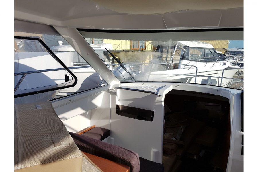 Jeanneau Merry Fisher 755 - copilot seat + windscreen