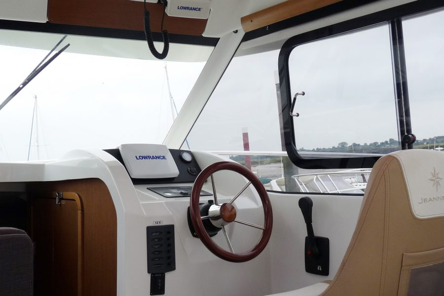 Jeanneau Merry Fisher 8 - engine controls