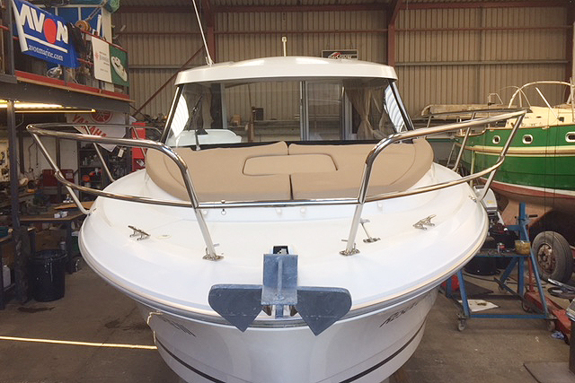 Jeanneau Merry Fisher 755 - bow