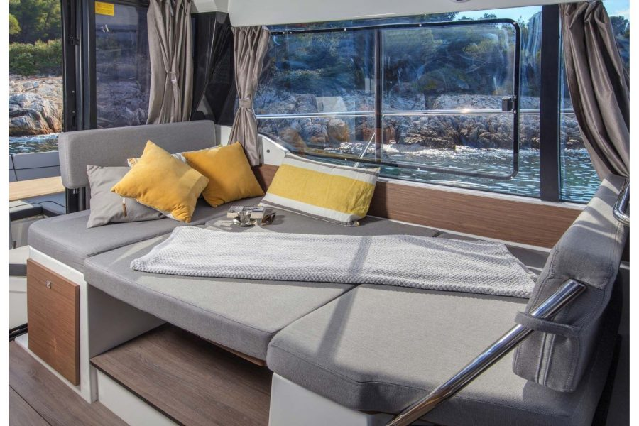 Jeanneau Merry Fisher 1095 - double berth in saloon