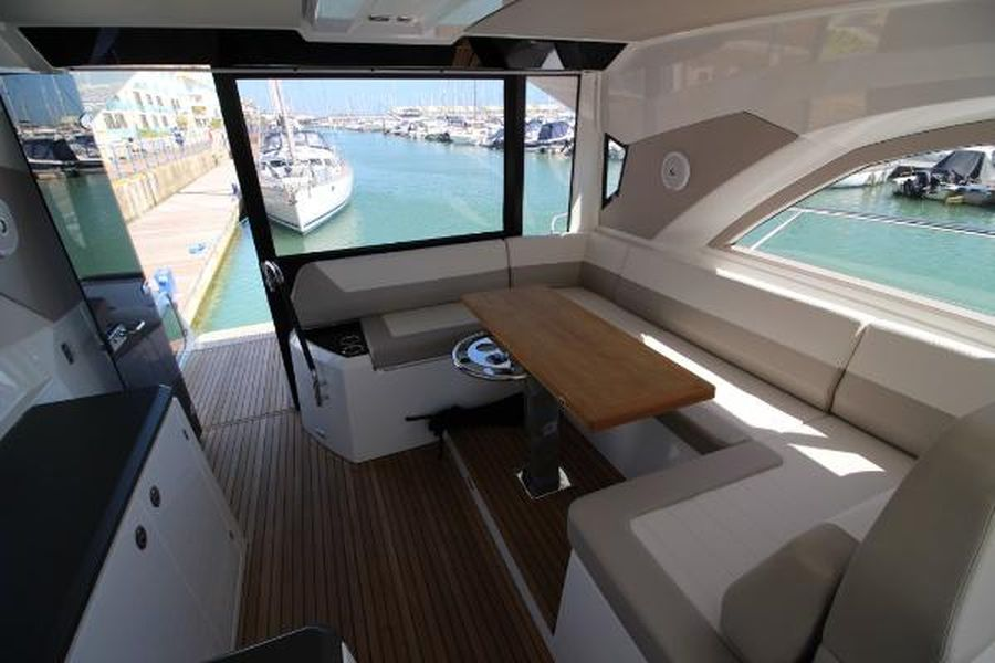 Jeanneau Leader 46 - saloon seating and aft