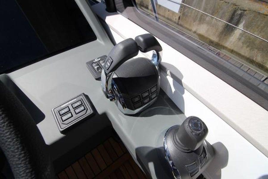 Jeanneau Leader 46 - engine controls