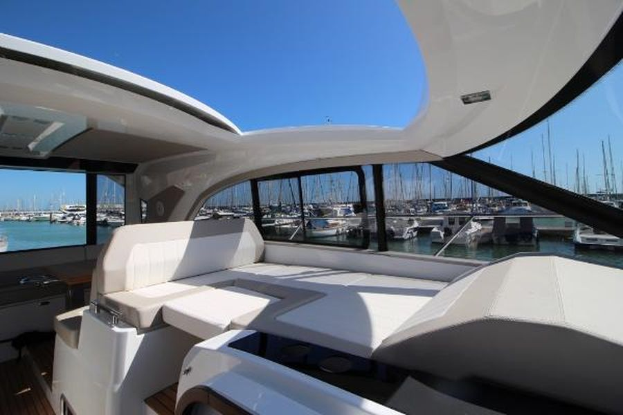 Jeanneau Leader 46 - opening roof