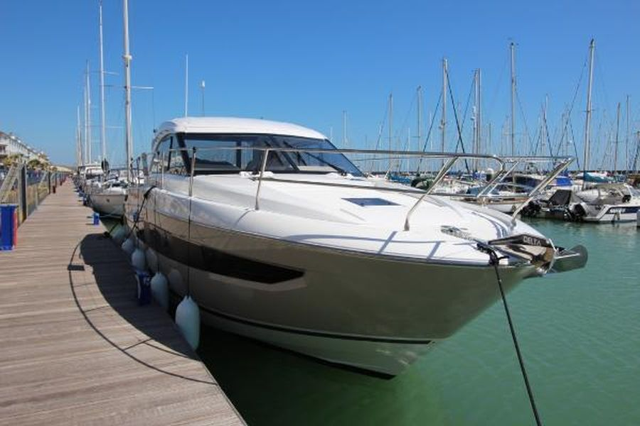 Jeanneau Leader 46 - bow and starboard