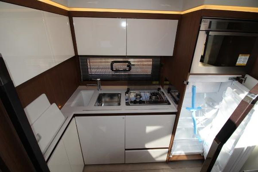 Jeanneau Leader 46 - cabin galley