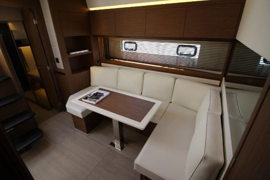 Jeanneau Leader 46 - cabin seating