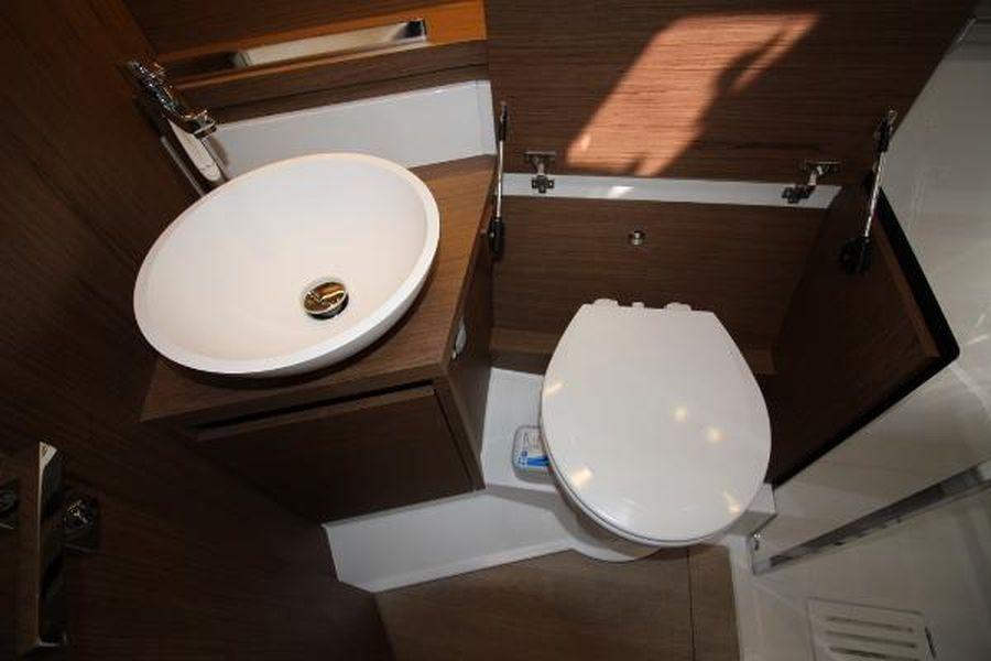 Jeanneau Leader 46 - toilet compartment
