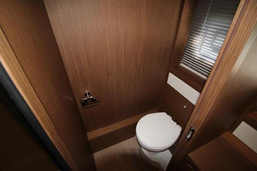 Jeanneau Leader 46 - toilet