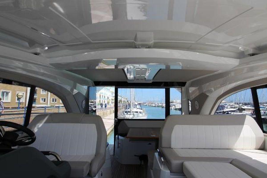 Jeanneau Leader 46 - wheelhouse interior