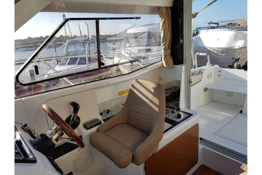 Jeanneau Merry Fisher 755 - pilot seat