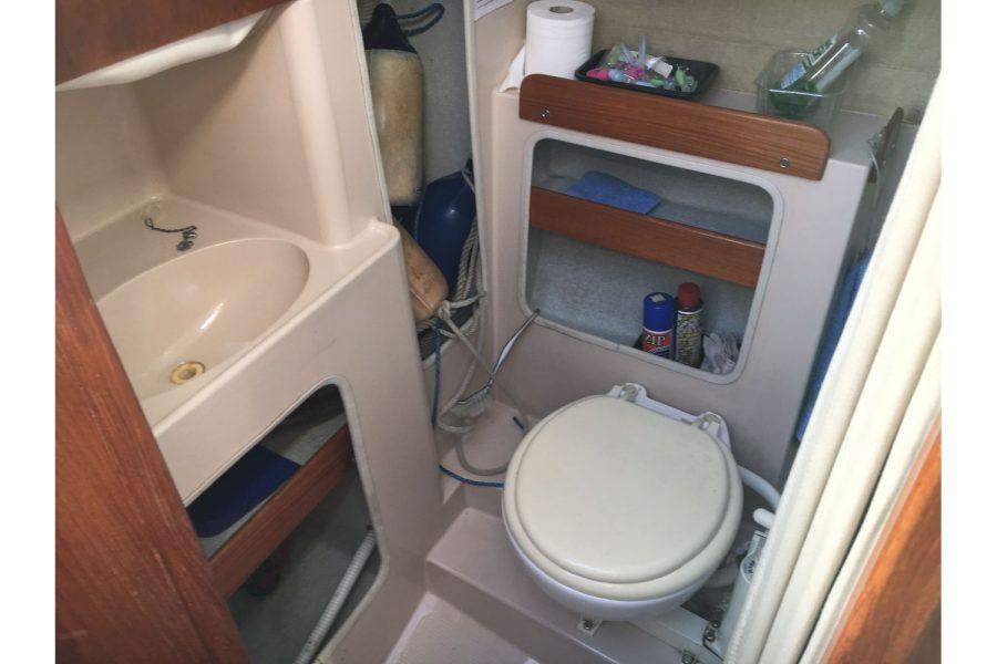 Hunter Horizon 23 - marine toilet