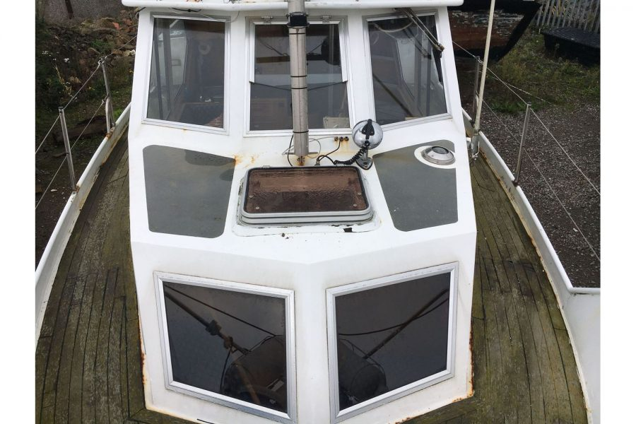 De Groot 10m steel diesel cruiser - bow looking aft