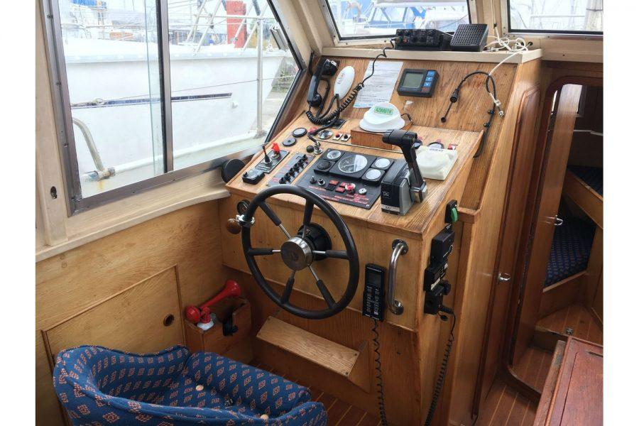 De Groot 10m steel diesel cruiser - helm position