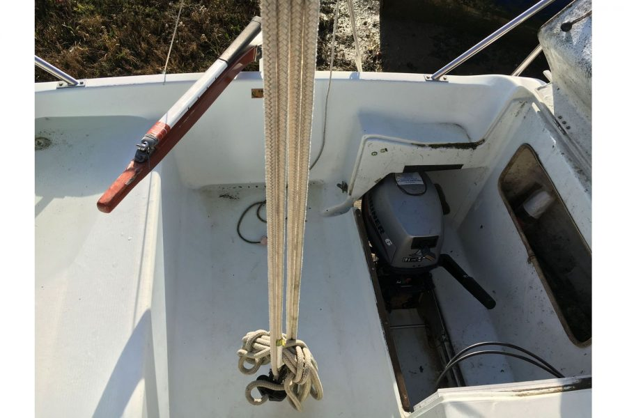 Hunter Horizon 23 - outboard engine well