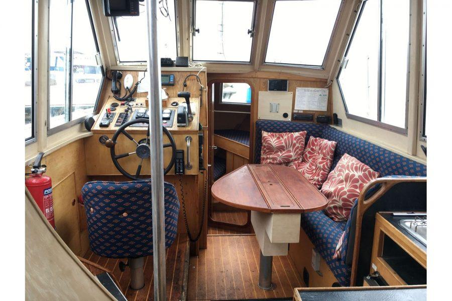 De Groot 10m steel diesel cruiser - saloon