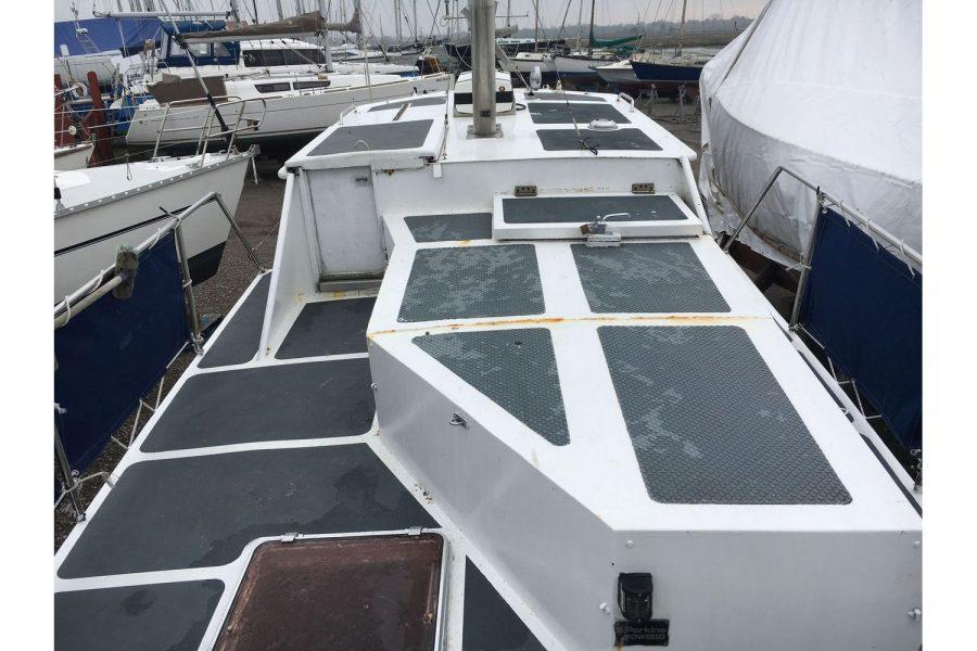 De Groot 10m steel diesel cruiser - deck towards bow